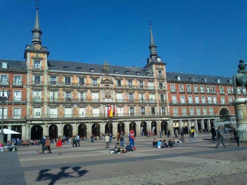 """Plaza Mayor, te puedes tomar """"un relaxing cup of cafe con leche"""""""