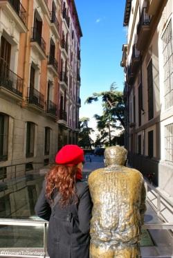 rojo-estatua-camino-de-santiago-madrid