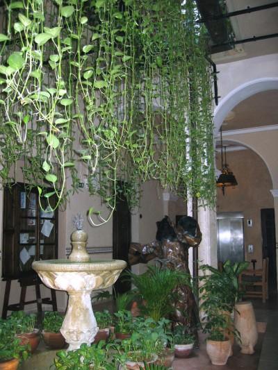 """Patio Interior del Hotel """"Los Frailes"""""""