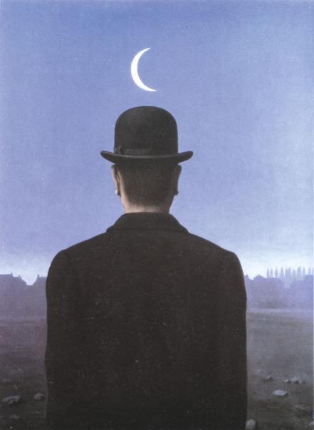 La luna rendida a sus pies