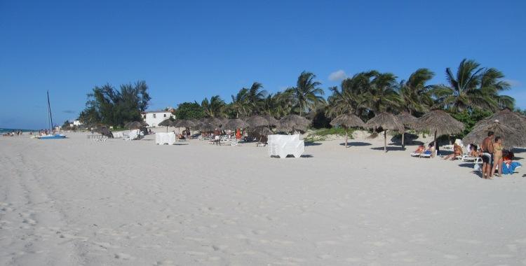 Una interminable playa de arena fina ...