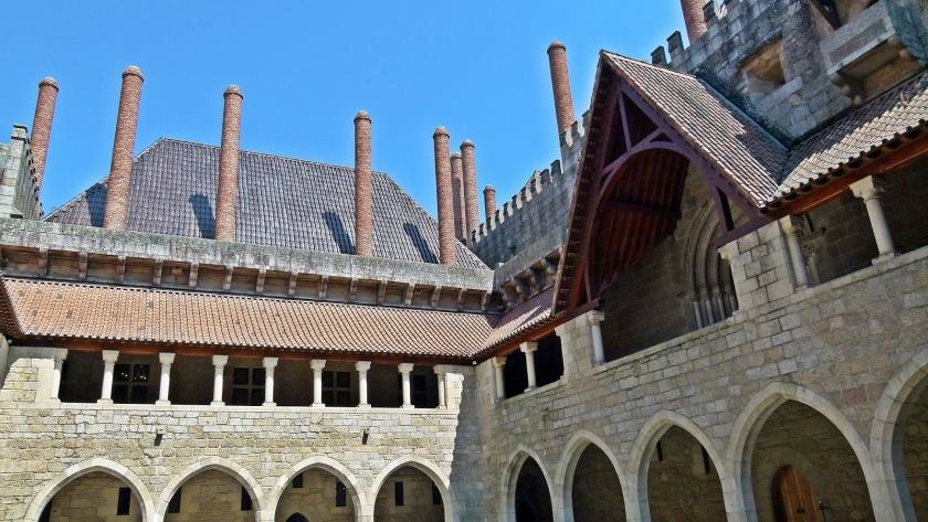 guimaraes castillo chimeneas