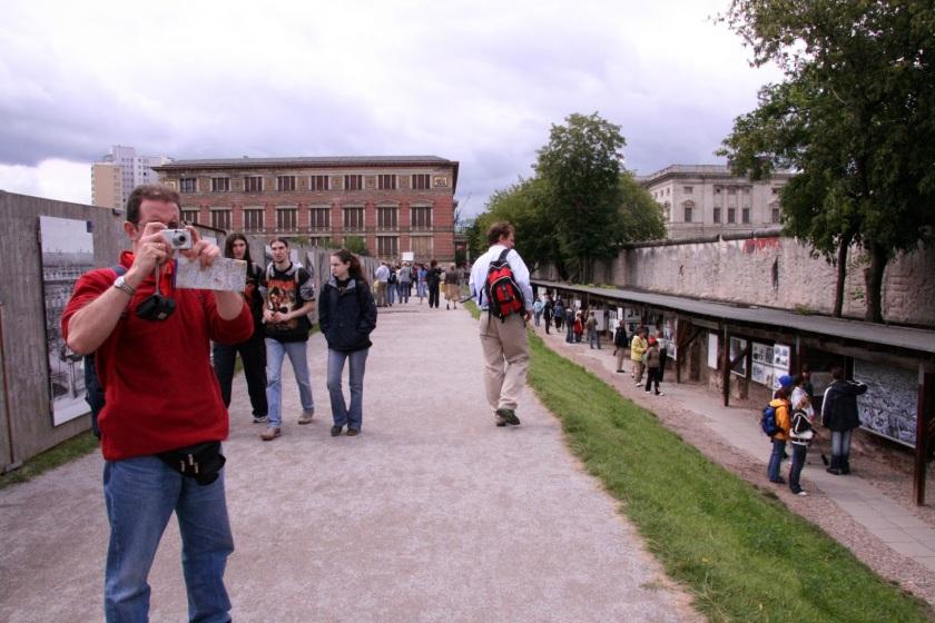 La cámara de fotos, el mejor amigo del güiri Muro de Berlín