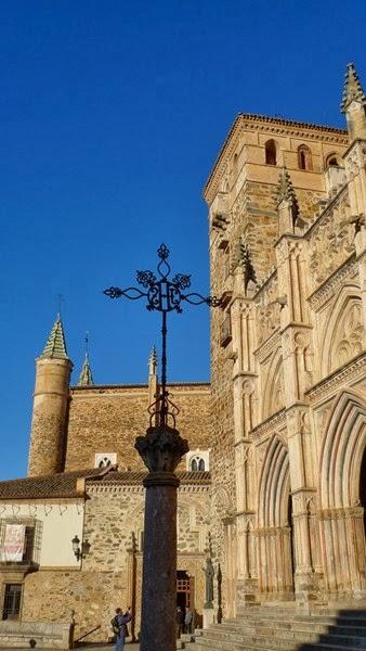 Preciosa entrada principal del Real Monasterio de Guadalupe