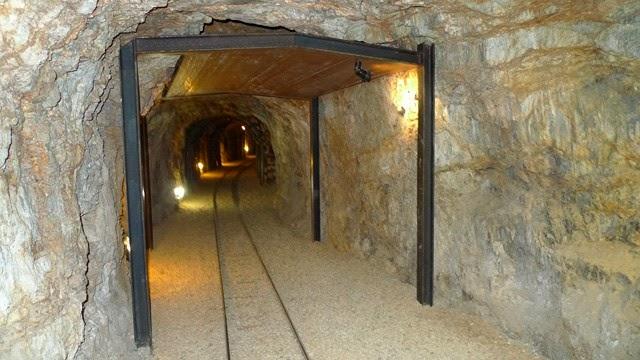 Raíl del tren minero