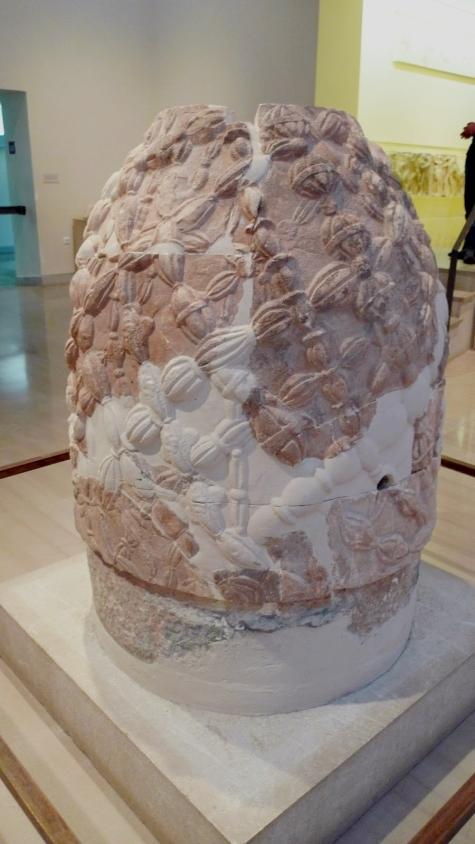 """Copia del Ónfalo, representa """"el ombligo del mundo"""""""