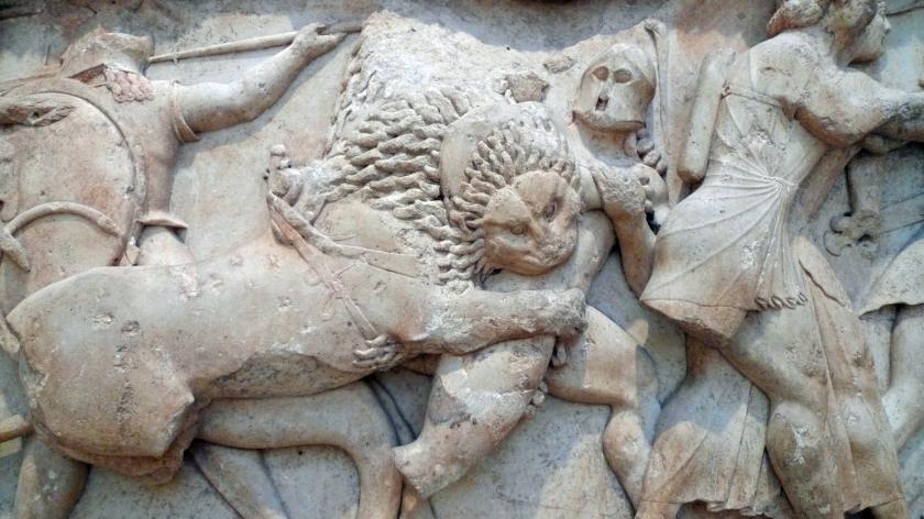 Detalle de la lucha entre un león y un soldado