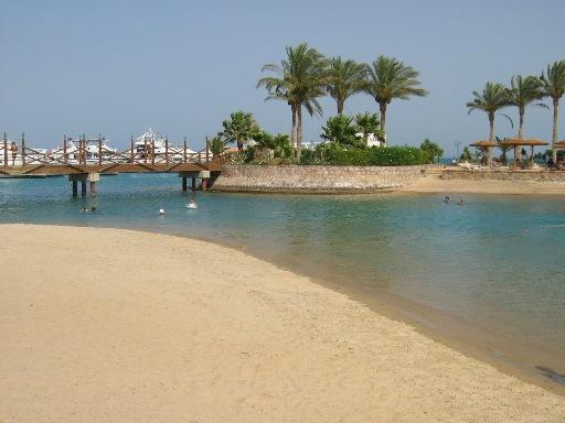 Para descansar de tu largo viaje, tomate unos días en la playa Playa Hurgada - Egipto
