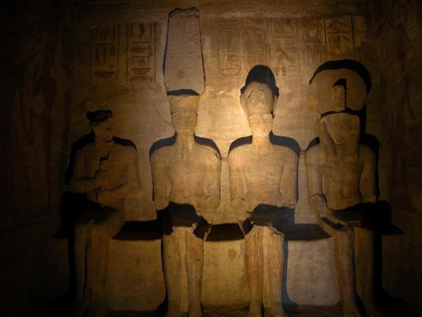 Santuario: estatuas iluminadas en este fenómeno.