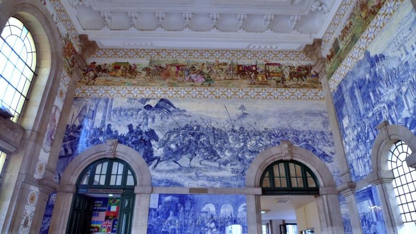 Azulejos dentro de la estación de trenes São Bento