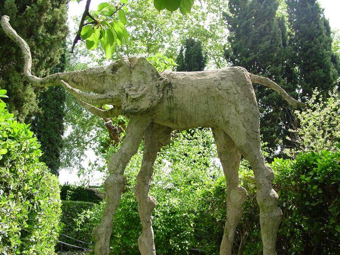 Dali Elefantes Castillo de Pubol