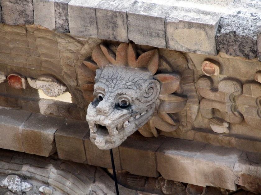 Busto_quetzalcóatl_en_Teotihuacán