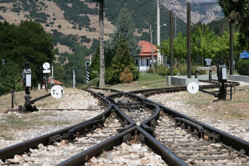 calurita vias tren peloponeso