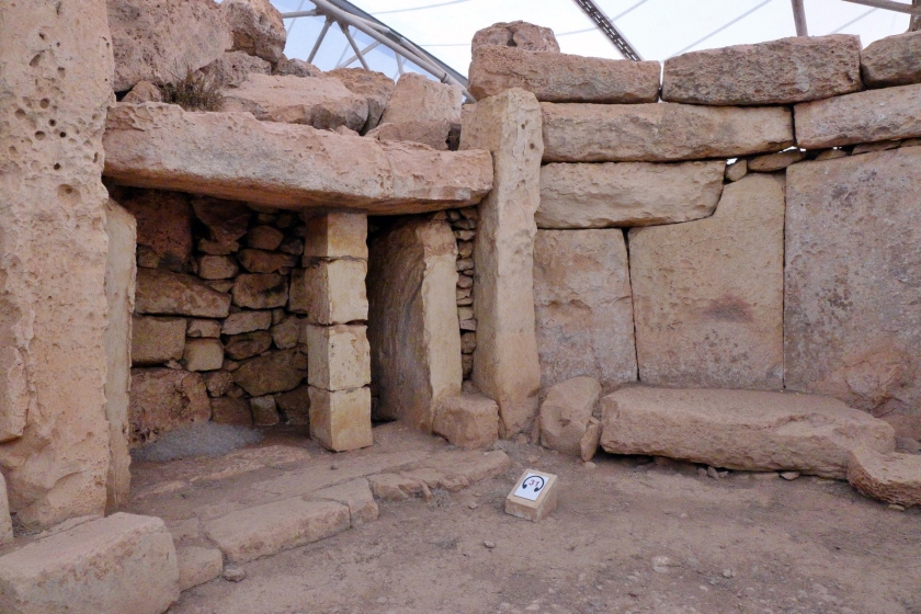 Mnajdra temple1