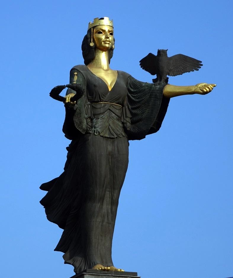 """Majestuosa """"dama"""" que domina el centro de la ciudad"""