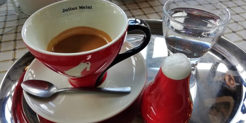 Detalles que molan cuando te sirven un café con leche