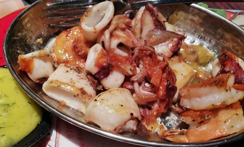 Probamos estos calamares a la brasa para cambiar y resulto muy bueno