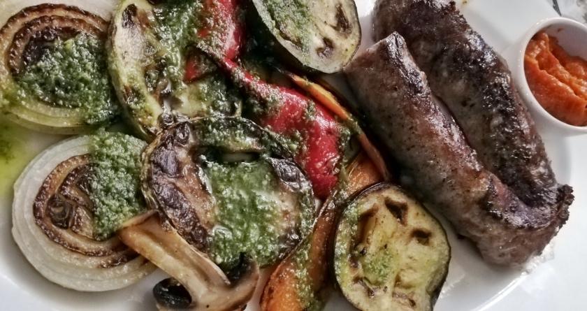 Salchichas con parillada de verduras