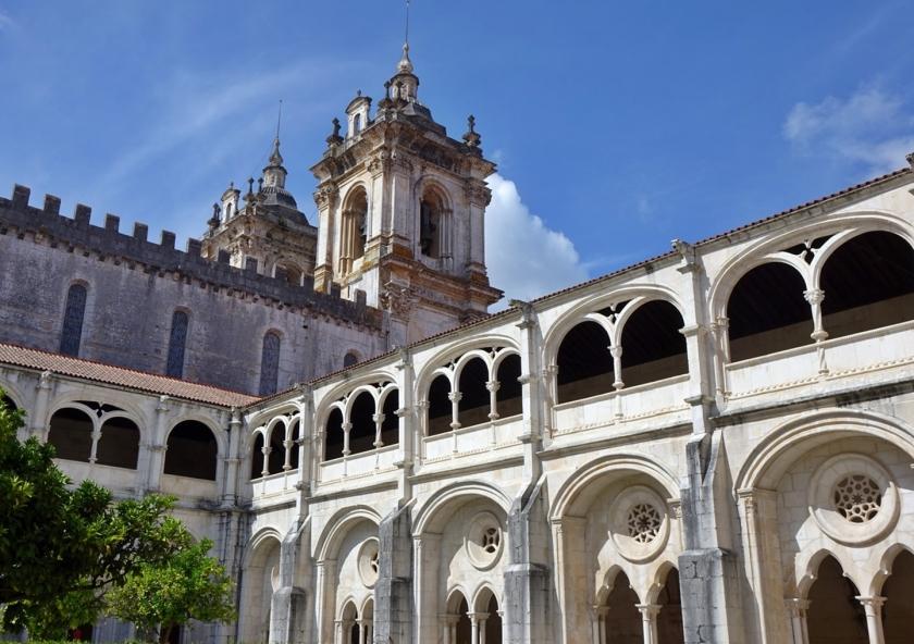 Desde aquí se ve la parte de atrás de la fachada del monasterio