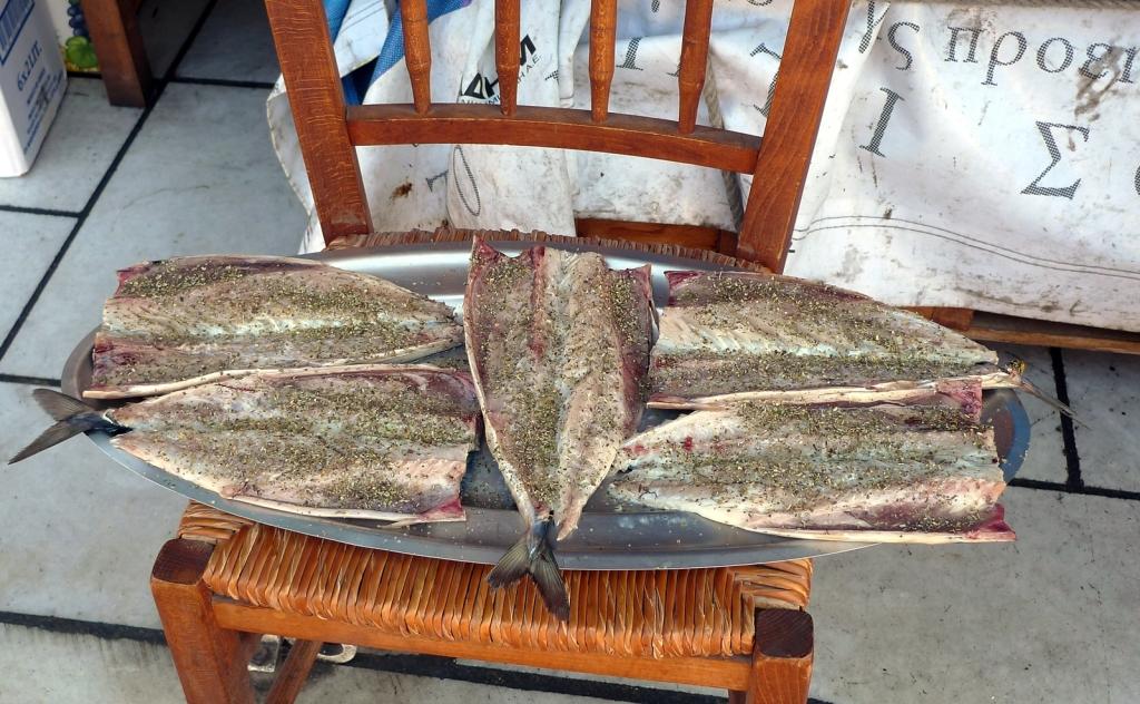 Pescados a la espalda aliñados para hacer a la plancha