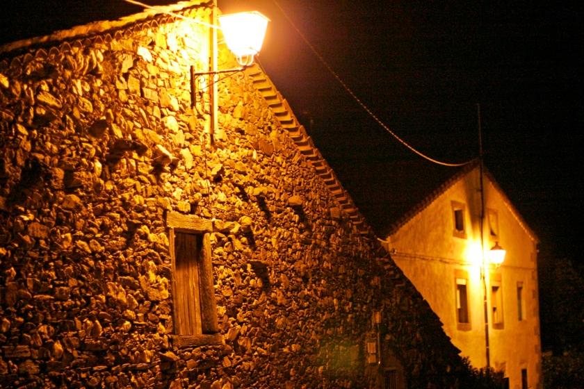 No hay apenas contaminación lumínica y se puede ver el cielo nocturno despejado